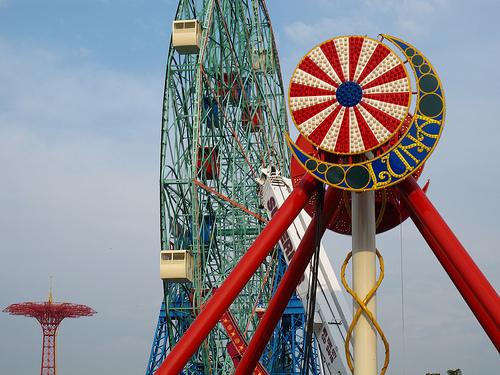 New Luna Park ride & logo seen against backdrop of Coney Island's landmark Wonder Wheel and Parachute Jump. Photo © Bruce Handy/Pablo 57 via flickr